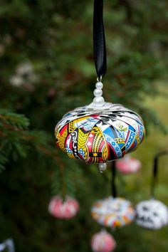 DIY: Playing Card Ornaments | http://adventures-in-making.com/diy-playing-card-ornaments/