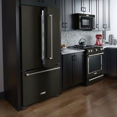 Look at These Beautiful Matte Black Major Appliances: Refrigerator Ranges Ovens and More - Refrigerator - Trending Refrigerator for sales. - Look at These Beautiful Matte Black Major Appliances: Refrigerator Ranges Ovens and Black Kitchens, Cool Kitchens, New Kitchen Cabinets, Kitchen Walls, Basement Kitchen, Kitchen Cupboard, Kitchen Backsplash, Cuisines Design, Home Design