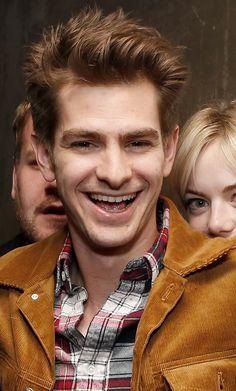 Creepin' up on Andrew… | Emma Stone Adorably Photobombed Andrew Garfield