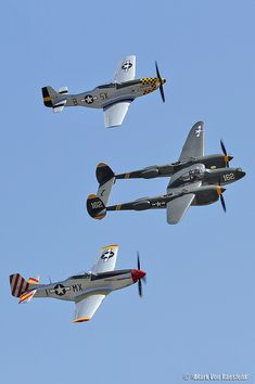 2 p-51 mustangs and a p-38 lightning
