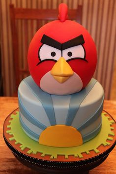 Angry Birds cake The beauty of this one is the bold, and simple design. Pretty Cakes, Cute Cakes, Beautiful Cakes, Amazing Cakes, Fondant Cakes, Cupcake Cakes, Cumpleaños Angry Birds, Bird Birthday Parties, Birthday Cake
