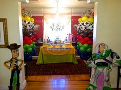 DIY Elegant Birthday Decorations For Little Child With Many Balloons And Chandelier