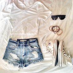 porque no salir de camisa blanca :) so cute