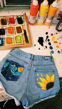 This is how artist wear shorts, they paint them! Sunflower and Starry Night painting on jean shorts. So cool! This is how artist wear shorts, they paint them! Sunflower and Starry Night painting on jean shorts. So cool! Painted Jeans, Painted Clothes, Painted Shorts, Boyfriend Jeans, Jean Outfits, Cute Outfits, Casual Outfits, Elastic Waist Pants, Mason Jar Diy
