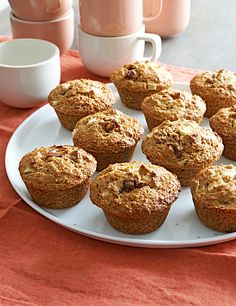 Healthy Muffin Recipes with Way Fewer Calories Than Store-Bought Versions Squash Muffins, Pear Muffins, Healthy Blueberry Muffins, Healthy Breakfast Muffins, Healthy Muffin Recipes, Ww Recipes, Bread Recipes, Healthy Food, Low Calorie Muffins