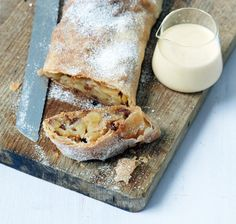 Easy Apple Strudel Recipes-Some clichés are clichés for grounds. While you believe Appel Strudel on a niche site featuring Viennese foodstuff is alm. Easy Apple Strudel Recipe, Strudel Recipes, Austrian Desserts, Austrian Recipes, Apfelstrudel Recipe, German Baking, Granny's Recipe, Wie Macht Man, Meals For One