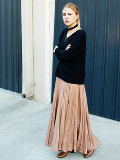 Take your pleated maxi into the cold weather months by adding a v-neck cashmere sweater, 90's inspired choker necklace, and ankle boots.