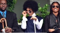 Prince may be well into his but the Purple One still plays it smooth around the ladies. Freaking Hilarious, Funny As Hell, You Funny, Funny People, Really Funny, Funny Stuff, Prince Meme, Prince Gifs, Sarcasm