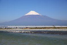 View of Mt. Fuji and Tokaido Shinkansen, Shizuoka, Japan. (*Shutterstock)