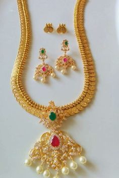 Indian Jewellery and Clothing: Beautiful Gold Coated designer jewellery from… Indian Jewelry Sets, Indian Jewellery Design, Jewelry Design, Designer Jewellery, India Jewelry, Latest Jewellery, Designer Wear, Halo, Wedding Jewelry