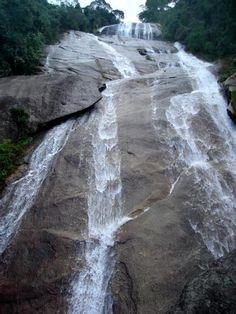 As cachoeiras do Alcantilado ficam numa fazenda no vale do Alcantilado .