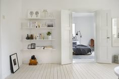hyllan. Whites and greys in a Swedish apartment
