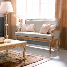 3680 Sofa, Traditional Living Room Design at Cassoni