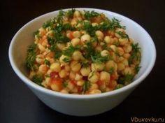 Острый сыроедческий салат из пророщенного гороха