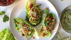 Foto: Charlotte Nilsen/@veglifecharlie Vegan Vegetarian, Vegetarian Recipes, Raw Food Recipes, Avocado Toast, Zucchini, Chili, Delish, Mango, Clean Eating