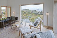 """Proyecto de Kolman Boye Architects en la isla de Vega, en el archipiélago noruego, no muy lejos del círculo polar. El lugar se caracteriza por el durísimo -pero magnífico- paisaje del norte, con increíbles vistas panorámicas sobre el Mar de Noruega y las montañas que surgen de él. La vivienda se alza sobre un roca … Continuar leyendo """"VEGA COTTAGE"""""""