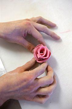Konditoriatuotteiden valmistaminen voi olla myös tarkkuutta ja taiteellisuutta vaativaa.