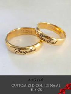 couple engagement rings with names Wedding Ring With Name, Wedding Rings Sets Gold, Wedding Anniversary Rings, Cool Wedding Rings, Wedding Ring Bands, Gold Rings, Wedding Ring Sets Unique, Wedding Band Styles, Diamond Wedding Rings