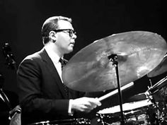 Dave Brubeck Quartet - Take Five (Belgium Just great, a masterpiece, with some fabulous musicians (solo of Joe Morello on drums to listen particulary). I Love Music, Sound Of Music, Dave Brubeck, Piano, Music Express, Old Music, Jazz Musicians, Jazz Blues, Music Videos