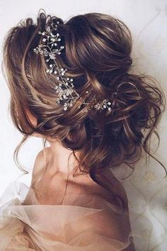 Gorgeous romantic hairstyle idea for the bride or bridesmaids