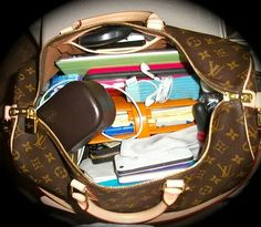 Whats in my purse 02 Cute Laptop Bags, Cute Bags, What's In My Backpack, Backpack Purse, School Purse, School Bags, School Bag Organization, My Bags, Purses And Bags