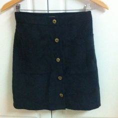 Missguided high waisted corduroy skirt Features pockets- New without tags. Us size 0 eur size 4 Missguided Skirts Mini