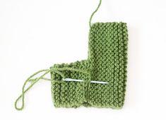 Knitting Socks Pattern Free Baby Booties 32 Ideas For 2019 Baby Booties Knitting Pattern, Knit Baby Booties, Baby Knitting Patterns, Baby Patterns, Free Knitting, Knitting Socks, Knitting Ideas, Yarn Dolls, Knitted Dolls