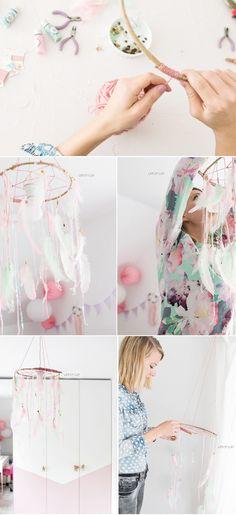 DIY Traumfänger als Lampe - Interior in rosa und mint mit Federn für das Mädchenzimmer - Kinderzimmer - www.delari.de