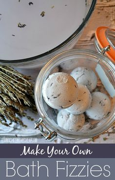 DIY: **Beauty DIY: Make Your Own Bath Fizzies** This was such a fun project. This may seem like a complicated beauty DIY at first glance, but it is really quite simple. I was really surprised on how well these homemade bath fizzies turned out. Mousse, Bath Bomb Recipes, Diy Scrub, Bath Fizzies, Homemade Beauty Products, How To Make Homemade, Beauty Recipe, Diy Beauty, Beauty Box