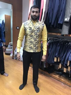 Indian Men Fashion, Mens Fashion Suits, Mens Suits, Love Fashion, Party Wear Blazers, Modi Jacket, Moda Indiana, Indian Groom Wear, Waistcoat Men