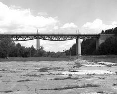 alte 'Grohesseloher Brücke' bei München http://upload.wikimedia.org/wikipedia/commons/e/ef/Grosshesselohebrucke_-_geo.hlipp.de_-_3719.jpg