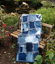 Learn to make a quick and easy rag quilt, free pattern for making a raggedy quilt