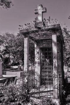 Cementerio Santa Isabel, Santa Ana, El Salvador. Roberto Cuéllar