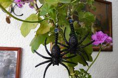 """Ohrringe - """"grosse Spinnen"""" in schwarz,halloween - ein Designerstück von Miss-Gin bei DaWanda"""