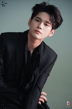 Ong Seongwoo🐝 my page for more pic Korean Celebrities, Korean Actors, K Pop, Human Figure Sketches, Ong Seung Woo, Cute Asian Guys, Seong, Kpop Boy, Bts Boys