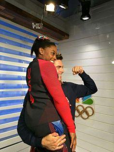 Simone Biles & Zac Efron Team Usa Gymnastics, Olympic Gymnastics, Simone Biles Zac Efron, Zac Efron Kiss, Olympic Swimming, Female Gymnast, Rio Olympics 2016, Dancing With The Stars, Crushes