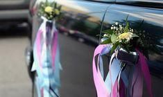 décoration voiture mariage avec des fleurs et des rubans Wedding Car, Wedding Ideas, Wedding Decorations, Bridal, Plants, Thierry, Weddings, Recherche Google, Truck
