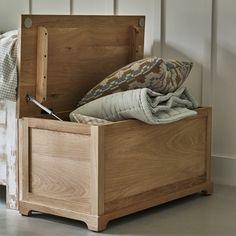 Witham Oak Blanket Box