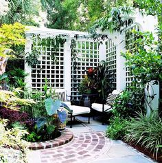 Old World Privacy Trellis plan -- love the way it makes a garden nook. Now if only the HOA wasn't so picky!BHG Old World Privacy Trellis plan -- love the way it makes a garden nook. Now if only the HOA wasn't so picky! Privacy Trellis, Trellis Fence, Garden Privacy, Backyard Privacy, Garden Trellis, Backyard Patio, Backyard Landscaping, Diy Trellis, Cozy Patio