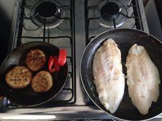 Berengenas asadas... Mero al sartén!!! Deliciosa combinación para el almuerzo de hoy! Ummmm