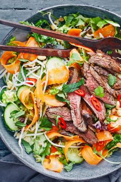 thai-beef-salat Vegetable Recipes, Meat Recipes, Asian Recipes, Cooking Recipes, Healthy Recipes, Tasty Meal, Thai Beef Salad, Health Dinner, Food Crush