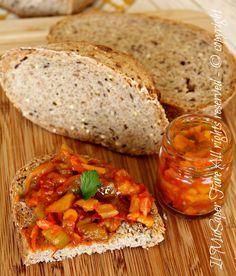 Salsa peperoni ricetta facile:conserva gustosa e versatile.Ottima su crostini,per condire la pasta o come contorno light per secondi piatti.Ricetta peperoni