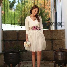 Falda de tul tipo Carrie en color champagne hecha a medida. Un look de invitada perfecta o novia civil para bodas y eventos confeccionado a mano en galicia. Se realiza a medida previo encargo