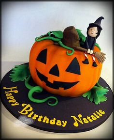 Read 😻your halloween cake😻🎃pumpkin🎃 from the story ? Halloween Desserts, Halloween Dishes, Halloween Candy, Halloween Pumpkins, Pumpkin Birthday Cakes, Happy Birthday Cakes, Pumpkin Cakes, Halloween First Birthday, Winter Birthday