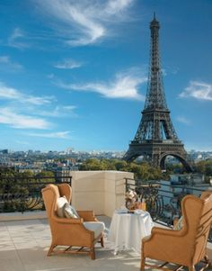 Full view of the Eiffel Tower from the Shangri-La Hotel, Paris, France #Honeymoon #Hotels