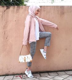 Pull Off Sneakers With Hijab Outfit - Hijab- Modern Hijab Fashion, Street Hijab Fashion, Hijab Fashion Inspiration, Muslim Fashion, Modest Fashion, Fashion Outfits, Fashion Trends, Hijab Casual, Hijab Chic