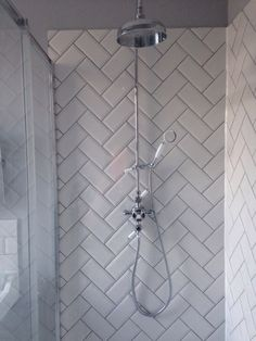FOCUS: beveled herringbone subway tile layout (somewhat unwillingly considering this) Metro Tiles Kitchen, Metro Tiles Bathroom, Loft Bathroom, Upstairs Bathrooms, Bathroom Renos, Bathroom Renovations, Small Bathroom, White Tile Bathrooms, Chic Bathrooms