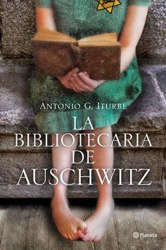"""""""La bibliotecaria de Auschwitz"""" de Antonio G. Iturbe. Dita, una joven de 14 años, tiene una labor muy importante y peligrosa en el campo de concentración de Auschwitz: conservar la biblioteca más pequeña del mundo (ocho libros). Los libros están prohibidos en Auswitch bajo pena de muerte. Dita es la encargada de que los nazis no los encuentren y de que otros prisioneros puedan leerlos y olvidarse por un momento de donde están..."""