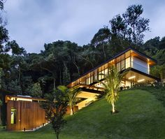 Image 42 of 84 from gallery of Portobello House / Tripper Arquitetura. Photograph by Denilson Machado - MCA Estudio Cliff House, House On A Hill, My House, Residential Architecture, Modern Architecture, Hillside House, House On Stilts, Backyard Pool Designs, Beautiful Buildings