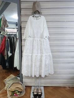 올리브의 린넨스토리 - 바닐라아이스크림..... : 카카오스토리 Hijab Fashion, Korean Fashion, Boho Fashion, Womens Fashion, Fashion Design Sketches, Mori Girl, Pretty Dresses, White Dress, Stylish